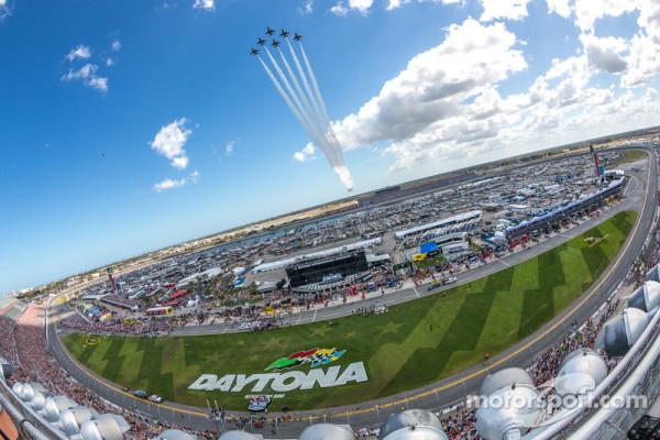 Thunderbirds fly over Daytona